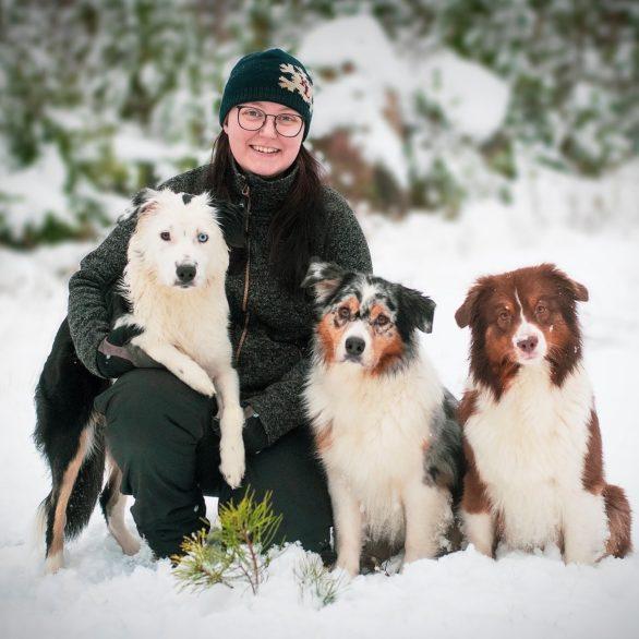 Miranda Hammarstedt och hennes hundar.